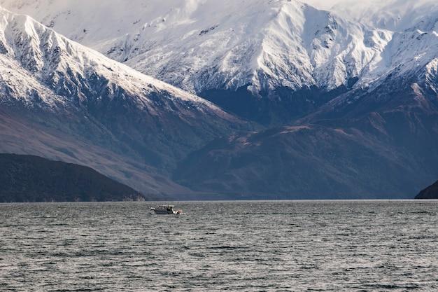 뉴질랜드 사우스랜드 호수 와나카의 스노우 마운틴