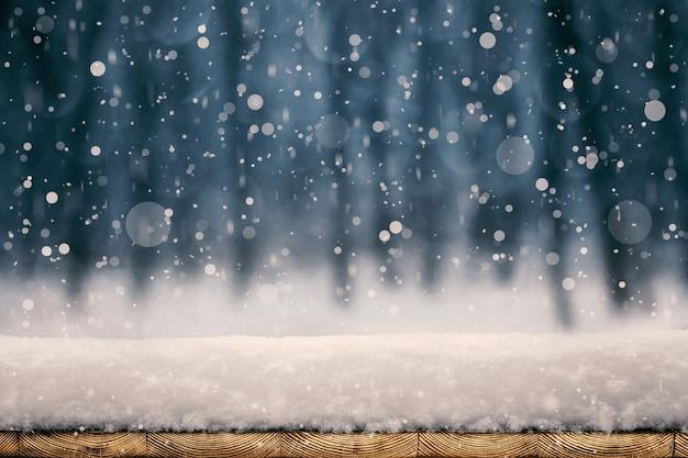 Снегопад на деревянных досках