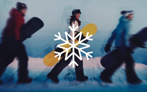 Forma dell'illustrazione del fiocco di neve su un gruppo di snowboarder