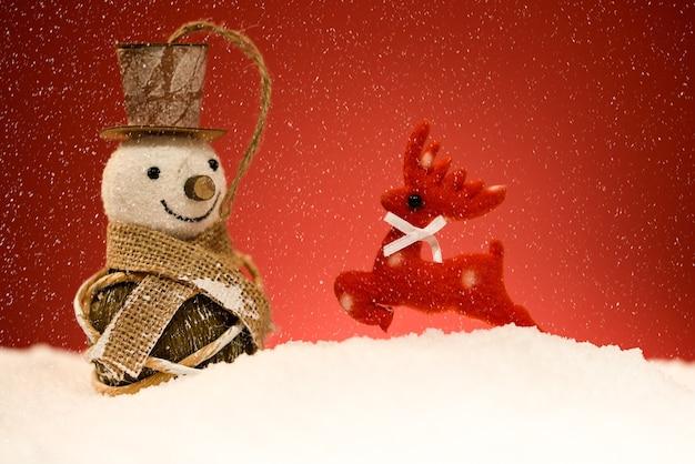 Снеговик и олень