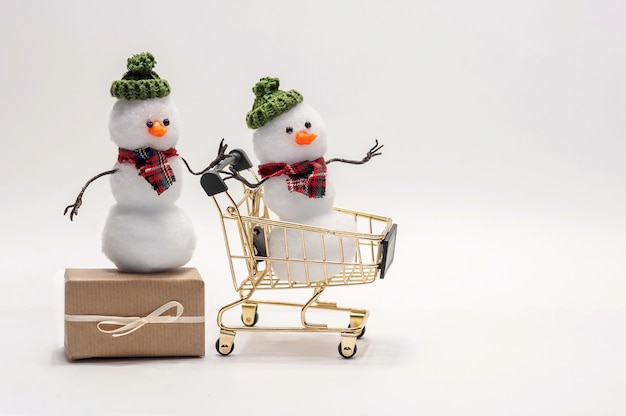 Snowmen are shopping gifts for christmas