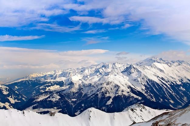 アルプスの雪に覆われた山頂、オーストリア、マイヤーホーフェンの山々の美しいパノラマビュー