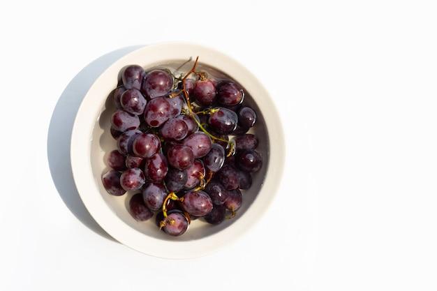 ブドウを水に浸す