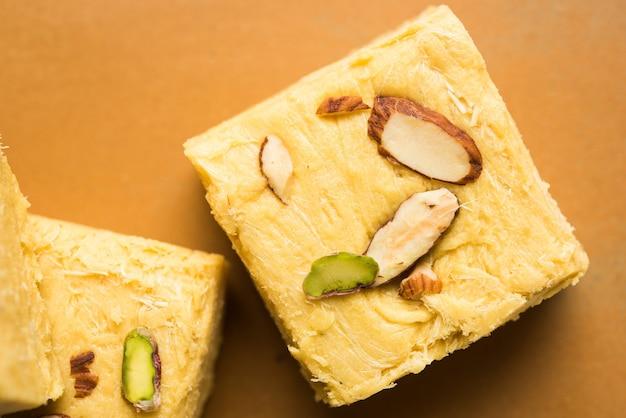 Soan papdi 또는 son roll 또는 patisa, 인도에서 인기 있는 과자