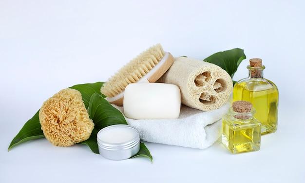 Мыльницы натуральные щетки эфирные масла твердые духи и губки