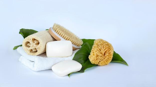 石鹸棒 白いタオル ナチュラル ブラシとスポンジ