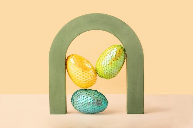 Парящие красочные яйца в концепции archeaster геометрической формы