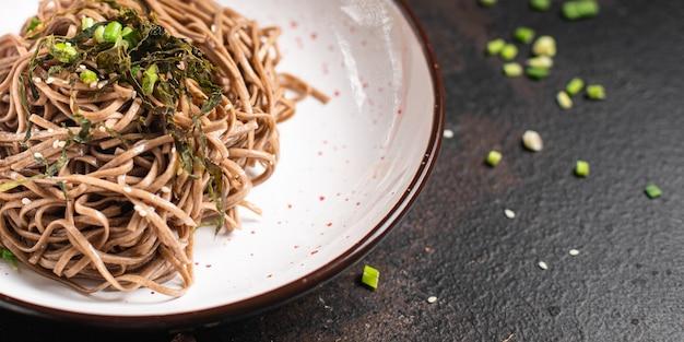 소바 메밀 국수 테이블 복사 공간 음식에 신선한 두 번째 코스 부분 식사 간식