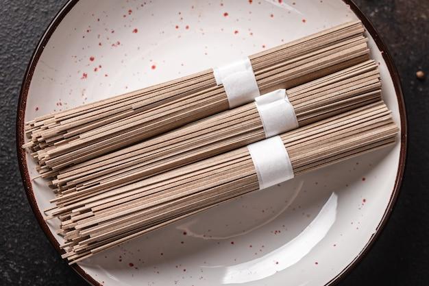 そば麺そば生食卓でおやつを調理する準備ができてコピースペース食品背景