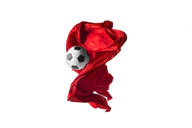 축구공과 부드럽고 우아한 투명한 붉은 천은 흰색 배경에 분리되거나 분리되어 있습니다.