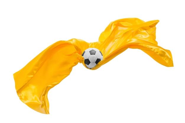 축구공과 부드럽고 우아한 투명한 노란색 천은 흰색 스튜디오 배경에서 분리되거나 분리됩니다.