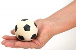 Футбольный мяч в руки, досуг