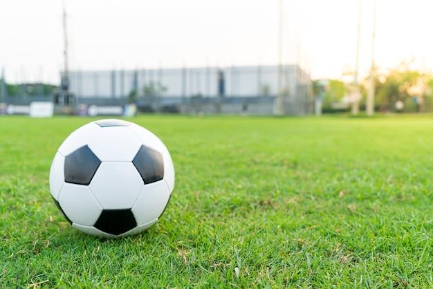 サッカー場のサッカーボール