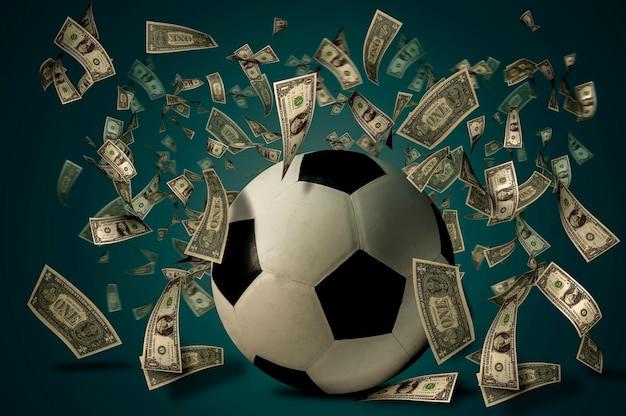 달러 지폐와 축구공입니다. 베팅 아이디어