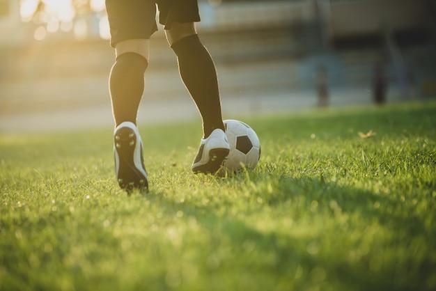 Действие футболиста на стадионе