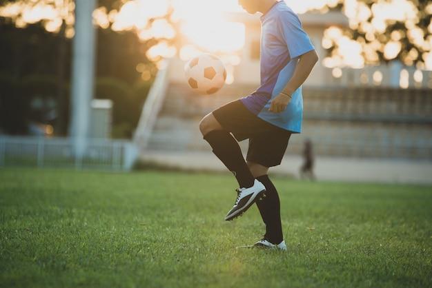 Действие футболиста на стадионе Бесплатные Фотографии
