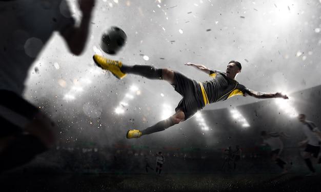 動いているサッカー選手