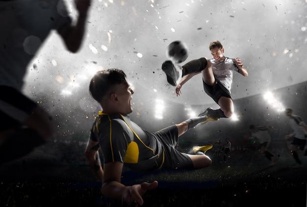 Футболисты в атаке