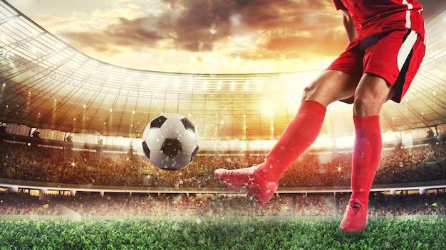 공을 차는 빨간 제복을 입은 선수와 경기장에서 축구 장면