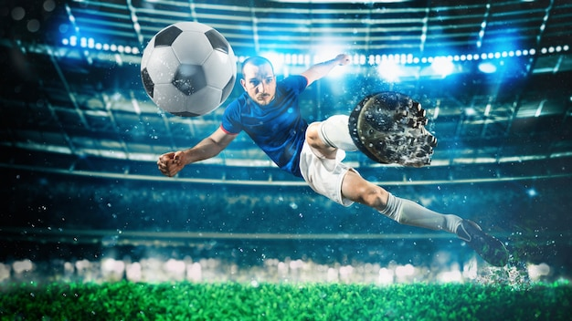 Футбольный нападающий бьет по мячу акробатическим ударом в воздухе на стадионе