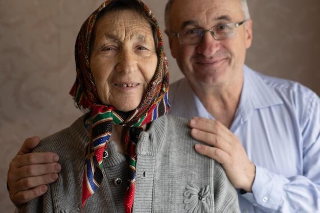 高齢者、老人、老母のための社会的支援