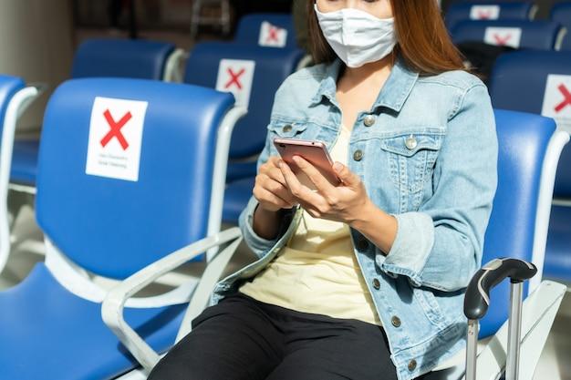 社会的距離および/または物理的距離は、このパンデミック・コビッドの間に空港で適用されます