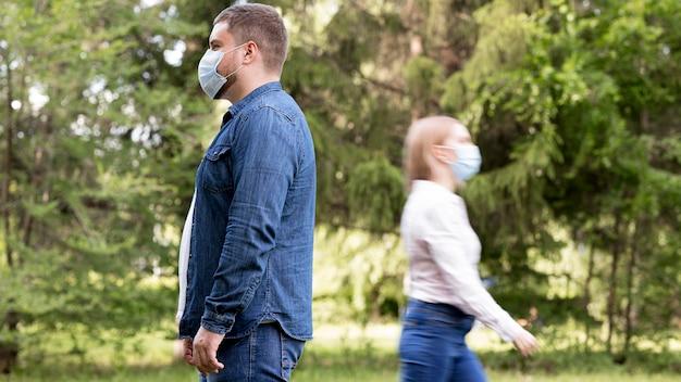公園での社会的距離の概念