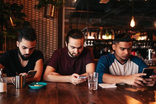 ソーシャル メディア中毒の概念