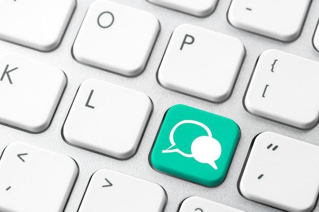 컴퓨터 키보드에 소셜 미디어 아이콘