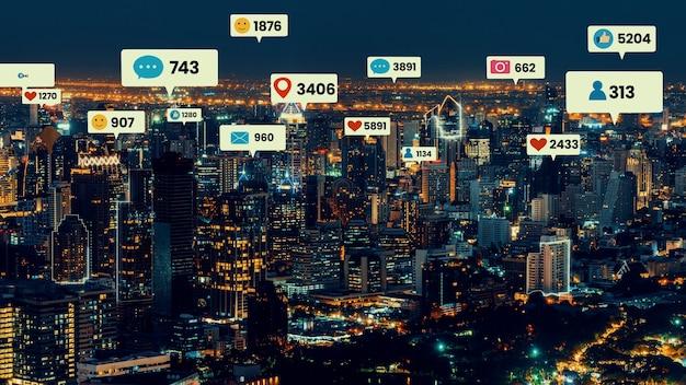 ソーシャルメディアのアイコンが街のダウンタウンを飛び回り、人々のエンゲージメントのつながりを示しています