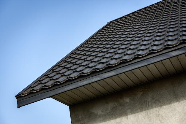 Софит для обеспечения оптимальной вентиляции свесов крыши