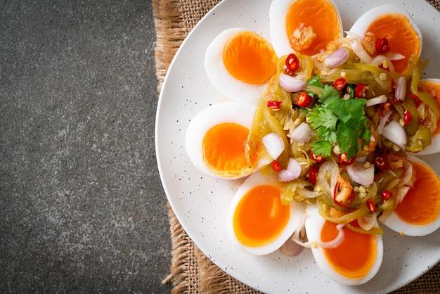 半熟卵スパイシーサラダ-ヘルシーなフードスタイル