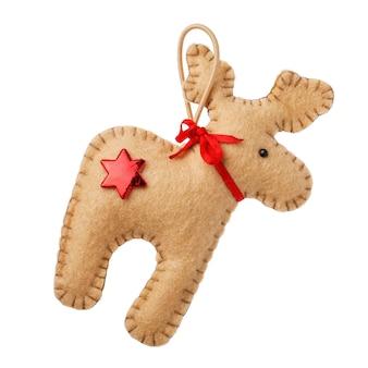 흰색 배경에 고립 된 사슴 크리스마스 장식의 모양에 섬유의 부드러운 장난감