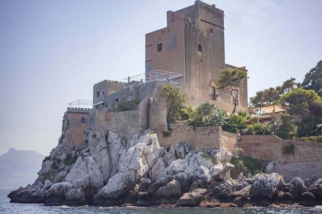 Замок соланто снят с моря # 7