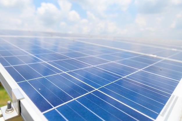 Платы солнечных батарей были установлены в большом количестве для зарядки в качестве электроэнергии для продажи и использования на промышленных предприятиях.