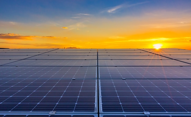 태양광 배경이 있는 태양 전지 녹색 에너지 또는 안전한 에너지 태양광 발전소