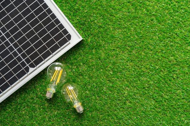 태양 에너지 패널 및 전구 녹색 에너지
