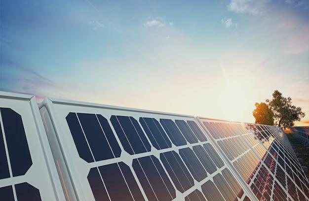 Панель солнечных батарей на фоне неба. 3d-рендеринг и иллюстрация.