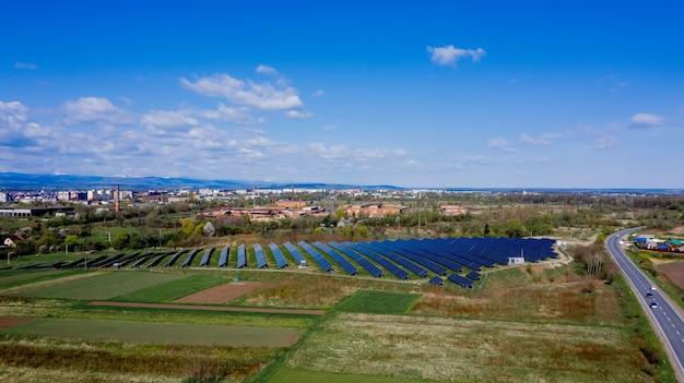 태양 전지판은 녹색 환경 친화적 인 에너지를 생산합니다.