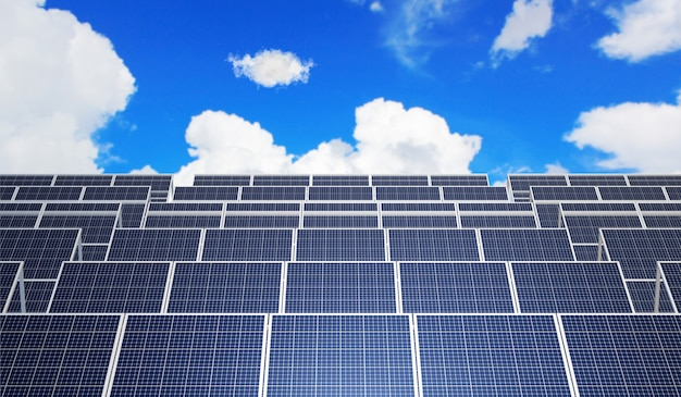 Солнечная панель с голубым небом. 3d рендеринг