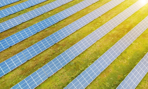 깊고 푸른 하늘, 대체 태양 에너지에 대한 태양 전지 패널