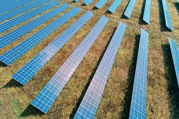 현장에서 태양 전지 패널 농장