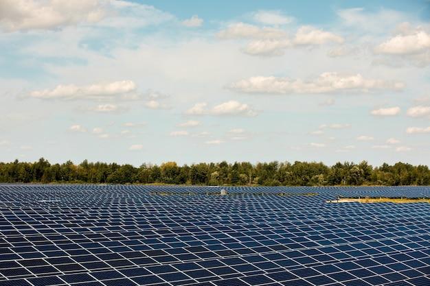 공중보기에서 태양 전지 패널. 태양에서 태양 전지 패널 시스템 발전기