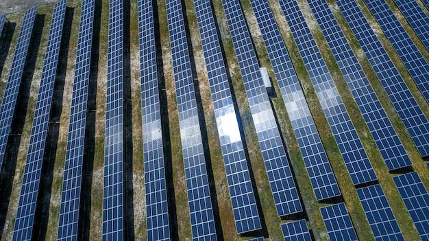 공중보기에서 태양 전지 패널. 태양으로부터 태양 광 패널 시스템 발전기
