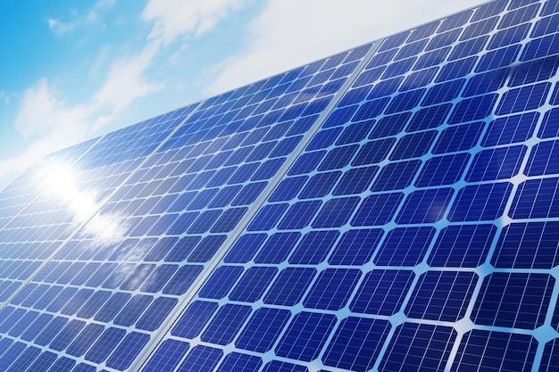 Электростанция солнечных батарей на фоне голубого неба. 3d визуализация.