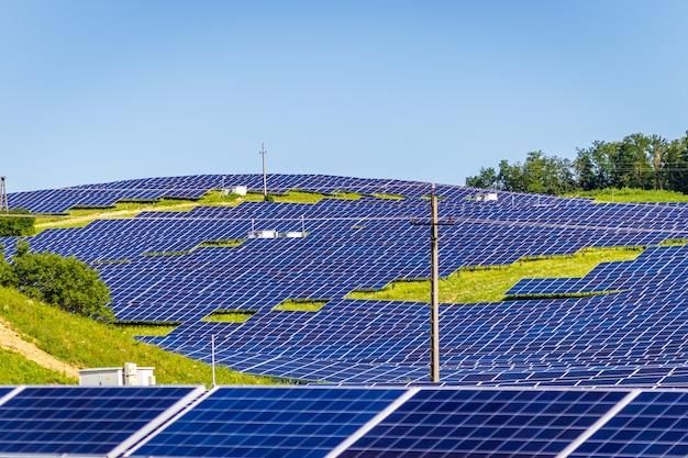 Зона строительства солнечного парка на холме в округе зала, венгрия