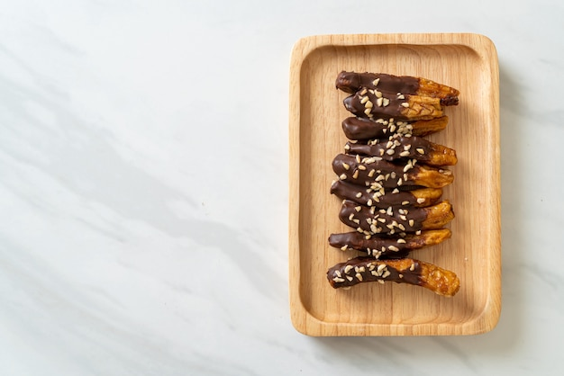 天日干しバナナチョコレートコーティングまたはバナナディップチョコレート