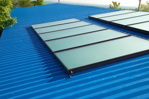 Солнечная система водяного отопления на крыше дома