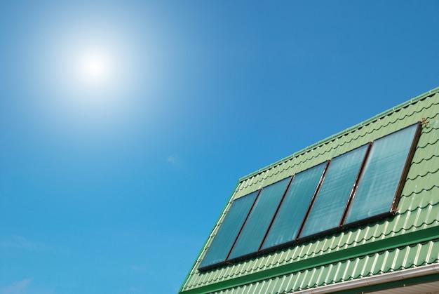 Солнечная система водяного отопления на крыше.