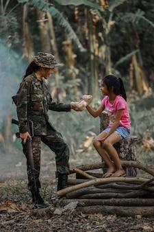 子どもと兵士の関係